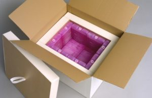 Forming an 'igloo' of eutectic gel packs can help ensure stable temperatures in insulated packaging