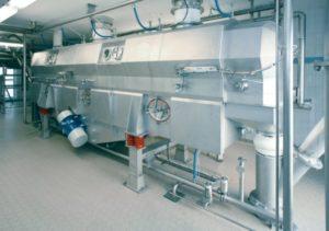 Continuous fluid bed dryer processing fluidized bulk products