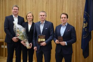 Jani Yömaa (Project Manager), Dr. Pirkko Kortteinen (Director, Development and Manufacturing), Dr. Knut Ringbom (CEO) and Antti Nieminen (Business Development Director) accept the Export Award for Biovian