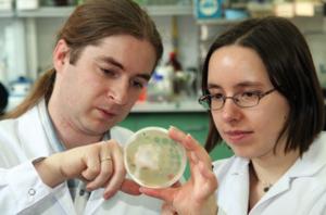 Dr. Marcin Los (CEO) and Dr. Joanna Los (CSO) of Phage Consultants